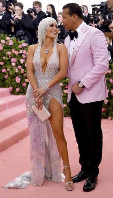 """""""Jennifer Lopez nişan yüzüğünü Alex Rodriguez'e geri vermeyecek!"""" iddiası - Magazin haberleri"""