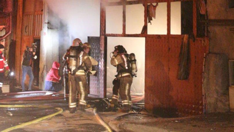 Sultangazi'de mobilya imalathanesinde çıkan yangında bir itfaiye eri dumandan etkilendi