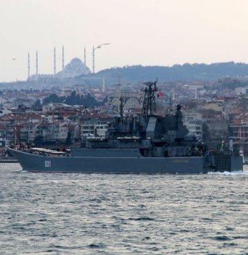 Rus savaş gemileri İstanbul Boğazı'ndan geçti!