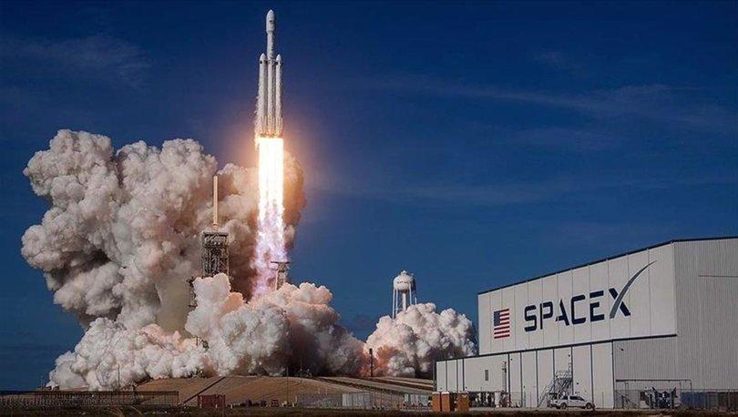 NASA, SpaceX'i tercih seçti!: Ay'a astronotları indirecek kapsülü yapacaklar!