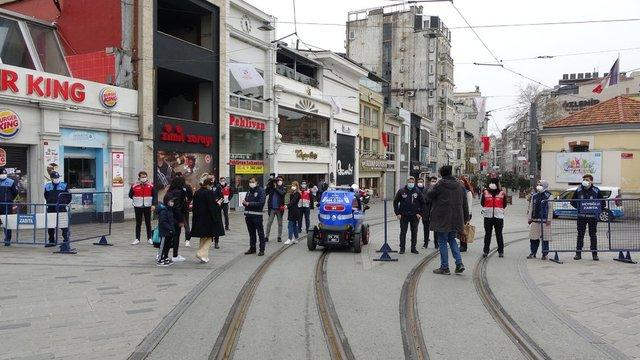 TIKLIM TIKLIM! Son dakika: İstiklal Caddesi'nde turist yoğunluğu