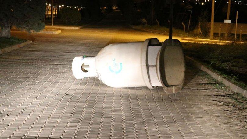 Denizli'de kuvvetli rüzgar nedeniyle bazı ağaç ve reklam panoları devrildi