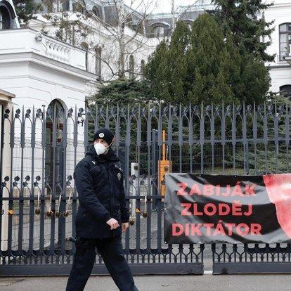 Çekya'nın 18 Rus diplomatı sınır dışı etme kararına Rusya'dan cevap gecikmedi