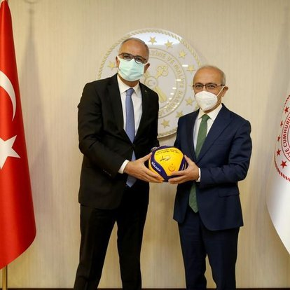 Voleybol Federasyonu'ndan Bakan Elvan'a ziyaret
