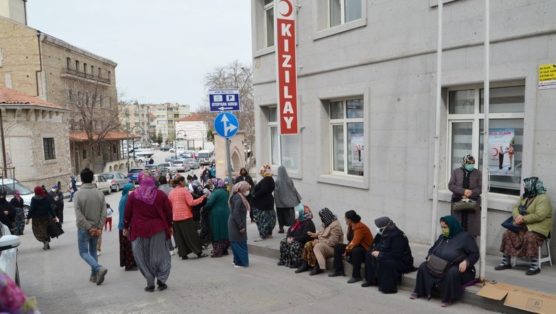 Aksaray'da Kızılay önünde