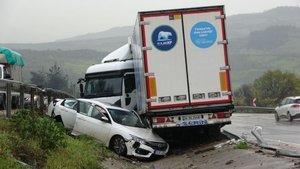 Kazayı izlemek isterken kaza yaptı