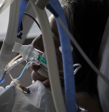 Dünya Sağlık Örgütü (DSÖ) Genel Direktörü Tedros Adhanom Ghebreyesus, dünya genelinde 25-59 yaş arası insanlar arasında yeni tip koronavirüs (Kovid-19) vaka ve hastaneye yatış oranlarının endişe verici bir şekilde arttığı uyarısında bulundu