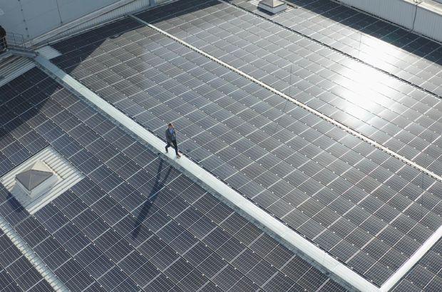 Şebekesinde yenilenebilir enerjiye geçti