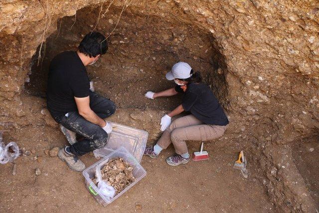Adıyaman'da 7 insan iskeleti olan oda mezar bulundu