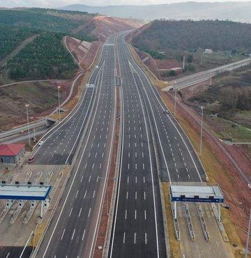 Ankara'da; köprü, otoyol ve karayolu müteahhitlerine yapılacak garanti ödemeleri ve hak ediş için mesai arttı. 2020 yılı için Kuzey Marmara Otoyolu
