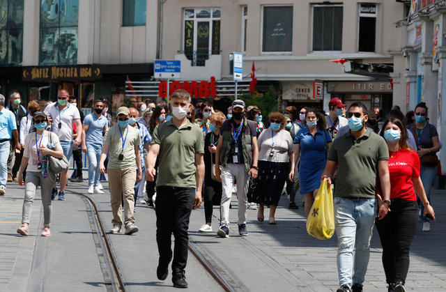 TAKSİM TURİSTLERE KALDI! Son dakika: Taksim'de turist yoğunluğu