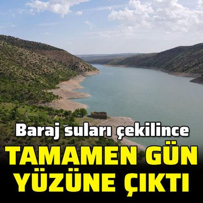 Baraj suları çekilince tamamen gün yüzüne çıktı
