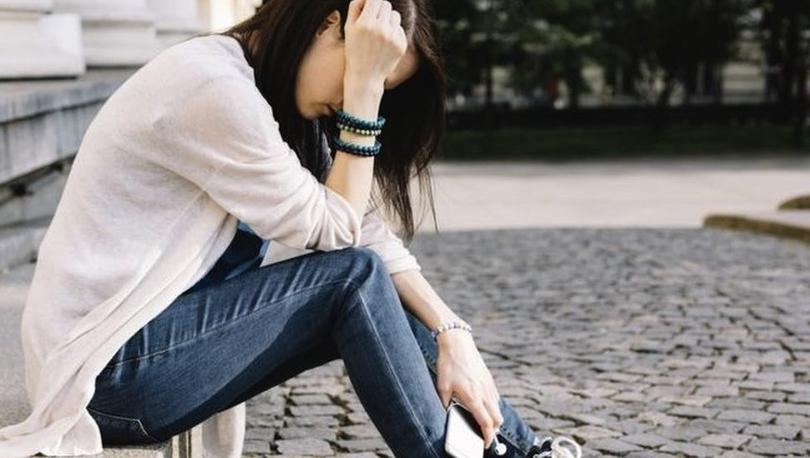 Covid: Gençler ve kadınlar İngiltere'de pandeminin son dalgasında 'daha depresifti'