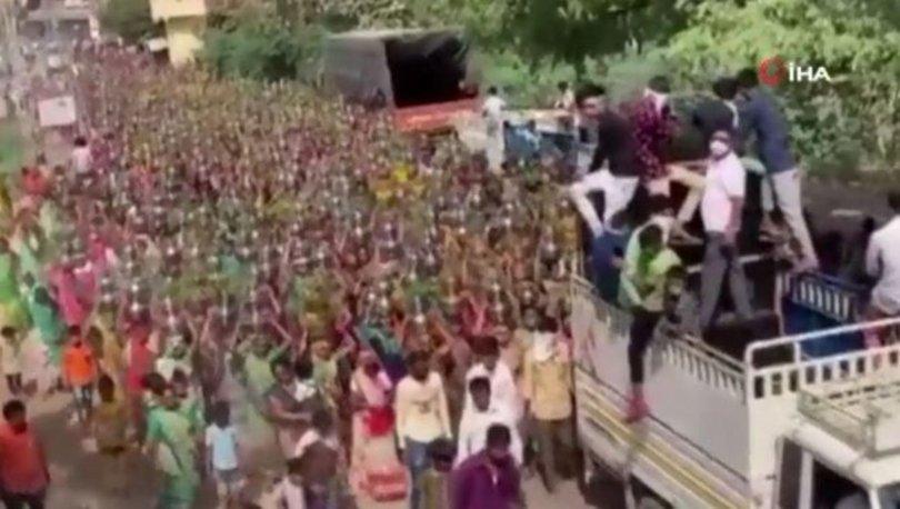 SON DAKİKA: Hindistan'da inanılmaz görüntüler: Yüzlerce kadın koronavirüsü hiçe saydı! - Haberler