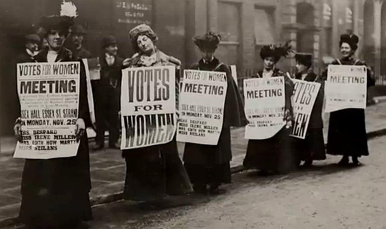 Kadınların oy hakkına sahip olması yönünde düzenlenen gösterilerden biri.