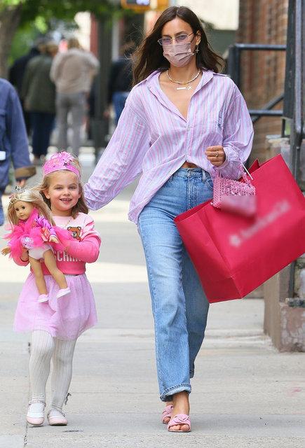 Irina Shayk kızı ile gezintide - Magazin haberleri