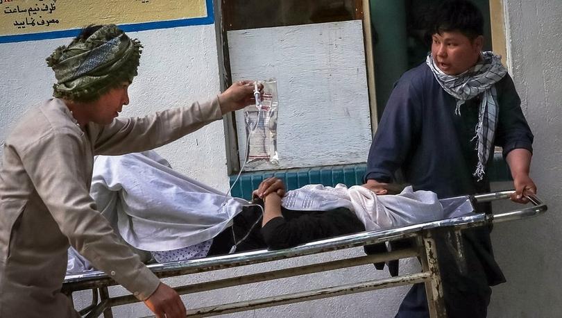 Afganistan'da ortaokul girişinde meydana gelen patlamada en az 30 kişi öldü