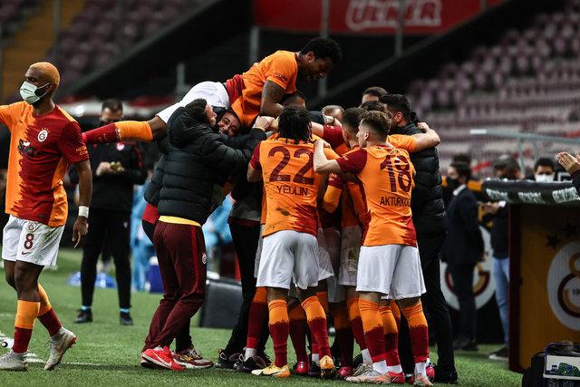 """""""Cüneyt Çakır'ın ölümcül kararları..."""" Galatasaray - Beşiktaş maçının yazar yorumları!"""