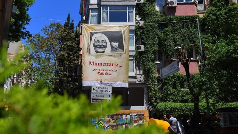 Beyoğlu Belediyesi Anneler Günü'nde sokaklara şehit annelerinin fotoğraflarını astı