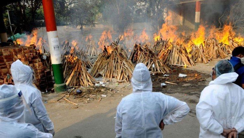 Hindistan'da günlük Kovid-19 vaka sayıları 400 binin üzerinde seyrediyor