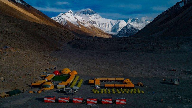 Çin, Everest Dağı'nın zirvesine ayırma çizgisi çekecek