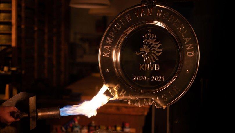 Ajax şampiyonluk kupasını eritti!
