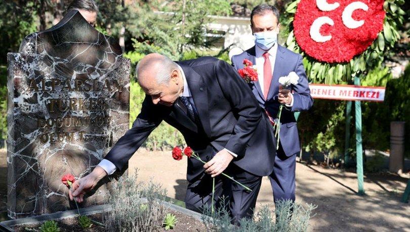 Son dakika: MHP lideri Bahçeli Türkeş'in kabrini ziyaret etti