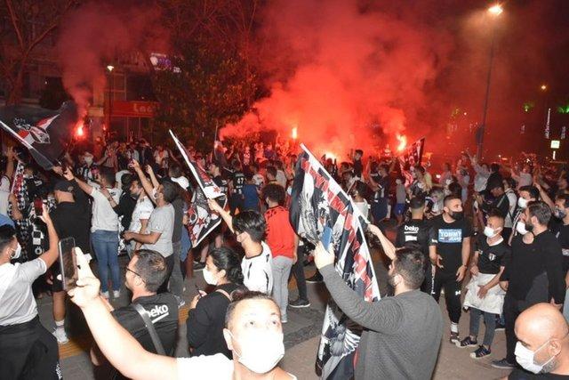 Beşiktaşlı taraftarlar kısıtlama dinlemedi, şampiyonluğu kutladı
