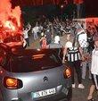 Süper Lig 2020-2021 sezonun şampiyonu Beşiktaş olurken, İstanbul ve Ankara başta olmak üzere birçok şehirde koronavirüs tedbirlerine rağmen sokaklar doldu taştı