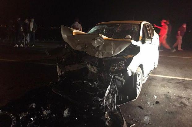 Kamyonet ile otomobil çarpıştı: 1 ölü, 4 yaralı