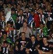 Beşiktaş şampiyonluk kupasını görkemli bir tören ile aldı.  Siyah-beyazlı takıma kupasını Türkiye Futbol Federasyonu Başkanı Nihat Özdemir verirken Ahmet Nur Çebi konuşma yaptı. Törende birçok ünlü isim de sahne aldı