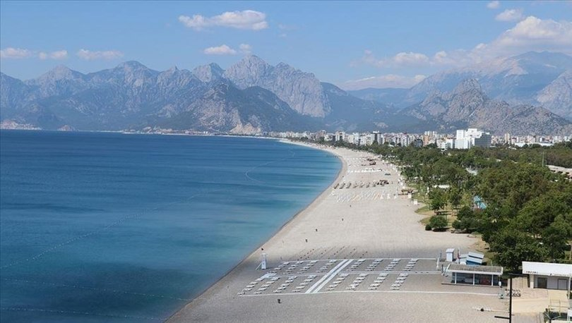 Turizmciler Kovid-19 vaka sayılarının düşmesiyle bu sezon turizm hedeflerine ulaşılacağına inanıyor