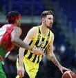 Fenerbahçe Beko, ING Basketbol Süper Ligi play-off yarı final ilk maçında konuk ettiği Pınar Karşıyaka´yı 83-79 yenerek seride 1-0 öne geçti