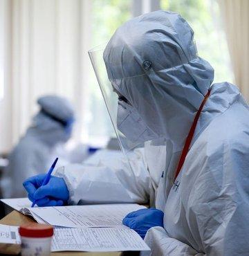 Son dakika... Sağlık Bakanlığı yeni koronavirüs tablosunu açıkladı. Bugün 9 bin 528 yeni vaka tespit edildi, 214 hasta ise hayatını kaybetti.
