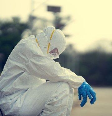 İnsanlar burnunun ucunu evinden çıkarmaya korkarken, onlar canları pahasına virüsle burun buruna yaşadılar, yaşıyorlar… Herkese evinizden çıkmayın denirken, onlara izin yok, dinlenme yok, istifa yok dendi. Sağlık çalışanları, koronavirüs pandemisinin en başından beri bu mücadelenin en ön saflarında savaştılar, savaşmaya da devam ediyorlar…  Ancak birinci dalganın üçüncü pikini yaşadığımız şu günlerde artık onlar da tükenme noktasına geldi... Salgının merkezinde mücadele eden sağlık çalışanları yaşananları, zorlukları ve taleplerini haberturk.com'a anlattı...