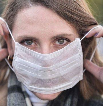Gaziosmanpaşa Üniversitesi öğretim üyesi Dr. Emine Türkoğlu, hava sıcaklığı nedeniyle nemlenen maskelerin sık sık değiştirilmesi gerektiğini söyledi