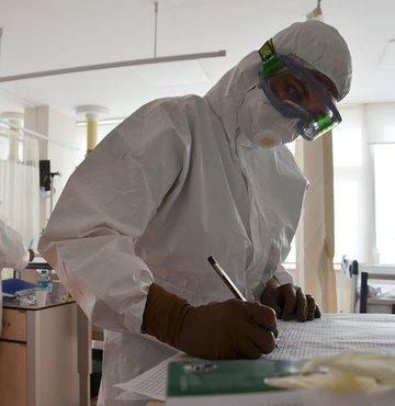 Son dakika... Sağlık Bakanlığı yeni koronavirüs tablosunu açıkladı. Bugün yeni 8 bin 426 vaka tespit edildi, 183 hasta ise hayatını kaybetti.