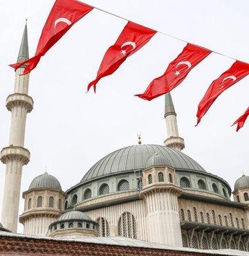 Mimarlığını Cumhurbaşkanlığı Külliyesi´nin Mimarı Şefik Birkiye ile Selim Dalaman´ın yaptığı Taksim Camii, Cumhurbaşkanı Recep Tayyip Erdoğan´ın katılacağı törenle açılacak