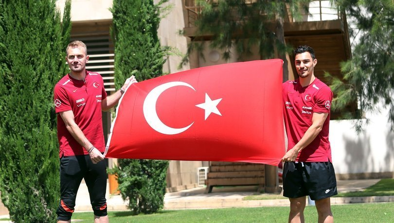 Milli futbolcular Mert Günok ve Kaan Ayhan EURO 2020'de başarıdan emin