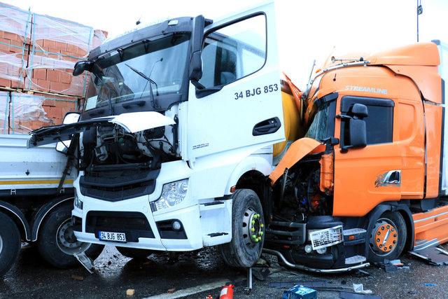 İstanbul yönü kapandı! SON DAKİKA: TEM'de zincirleme kaza