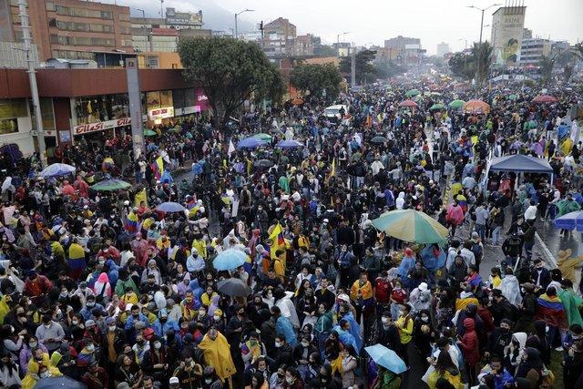 YANIYOR! Son dakika: Kolombiya'da olaylar durmak bilmiyor! Halk sokaklarda