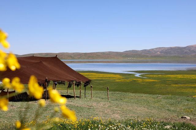Keşiş Gölü eşsiz doğasıyla ziyaretçilerini büyülüyor