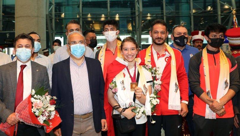 Dünya şampiyonu Ayşe Begüm Onbaşı yurda döndü