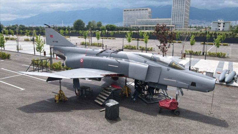 Gökmen Uzay Havacılık Eğitim Merkezi'nde F4 savaş uçağı ziyarete açıldı!