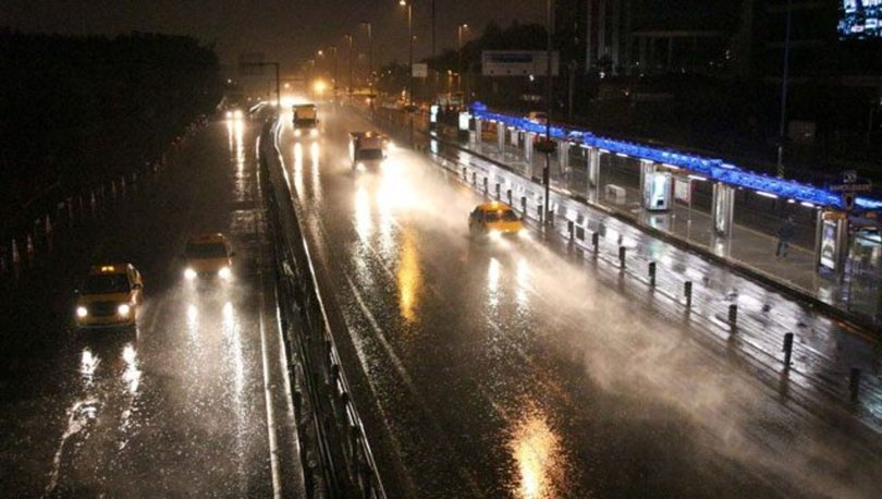 İstanbul'da yağmur gece boyu etkisini gösterdi