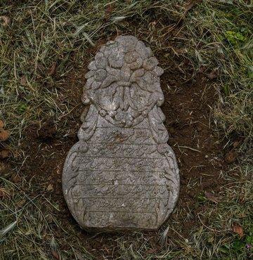 Osmanlı tarihine ışık tutan yaklaşık 300 yıllık mezar taşları, koruma altına alındı. Kırılan, toprak altında kalan ve yıllar içerisinde bazı parçaları kaybolan asırlık mezar taşları, restorasyon sonrası Zeytinburnu Merkezefendi Mezarlığı'nda bir araya getirildi. Alanda 100'e yakın mezar taşı sergileniyor