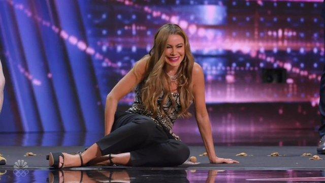 Sofia Vergara'nın zor anları! kalçasıyla ceviz kırmaya çalıştı - Magazin haberleri