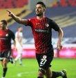 Süper Lig ekiplerinden Gaziantep, sözleşmesi sonra eren Güray Vural ile yolların ayrıldığını bildirdi