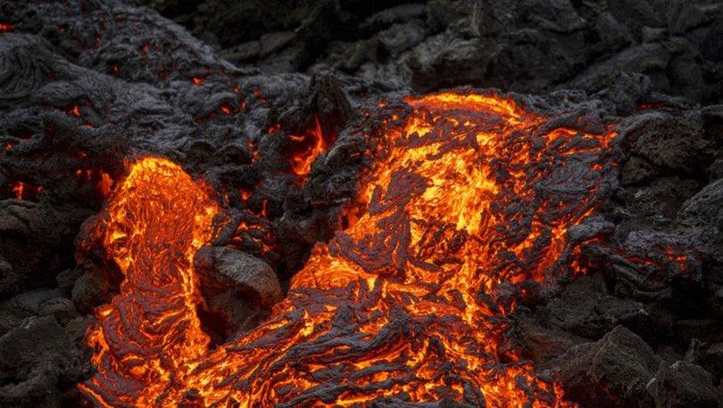 SON DAKİKA: İzlanda'da patlayan yanardağı görüntüleyen drone lavların içinde kayboldu