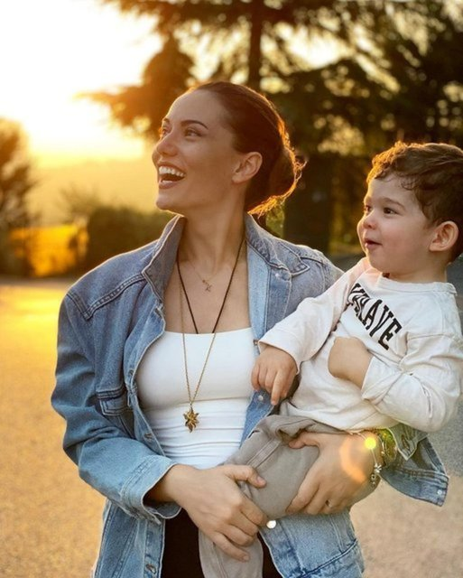 Burak Özçivit'ten Fahriye Evcen'e: Nice mutlu senelere güzel eşim! - Magazin haberleri